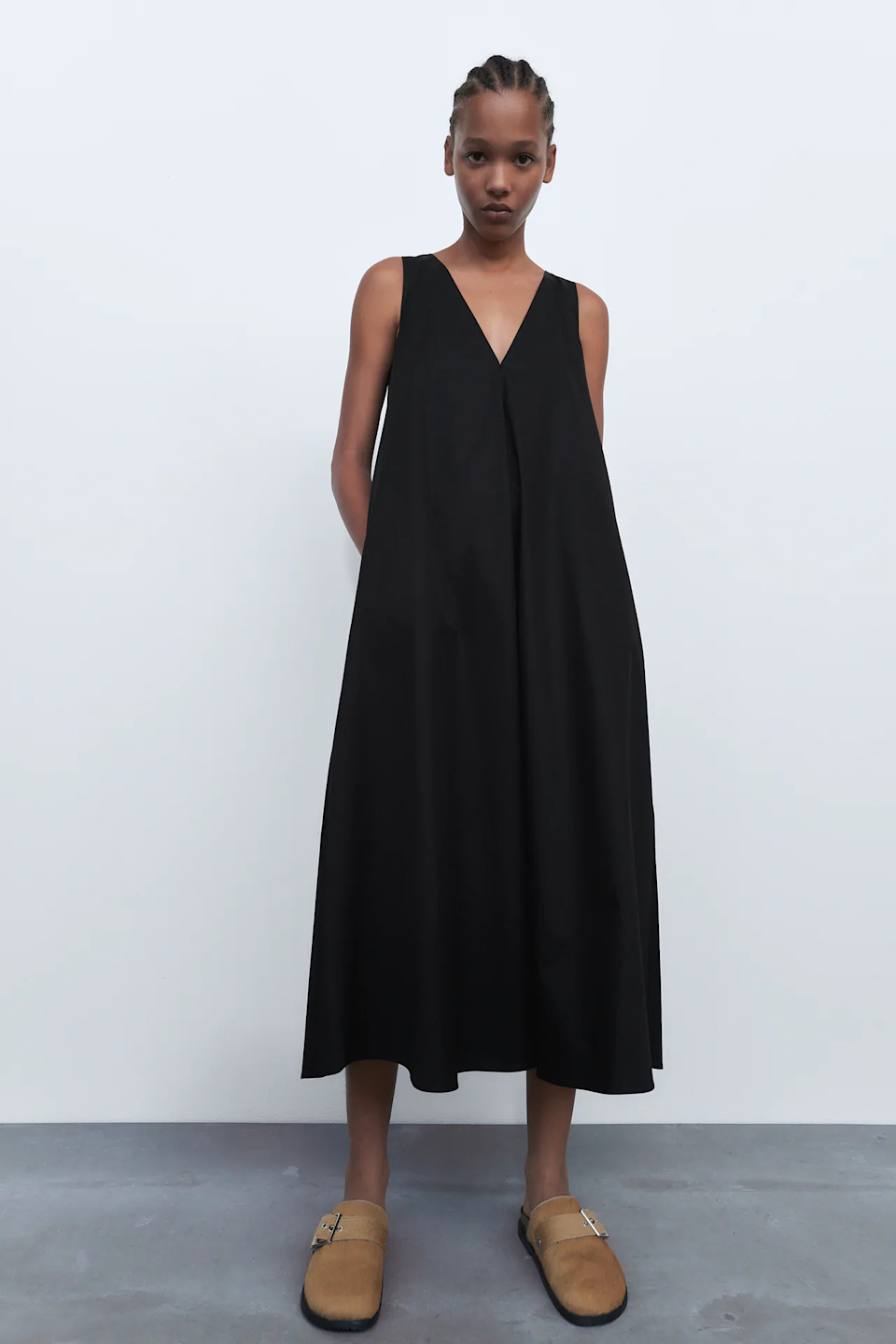 """Don't be alarmed if you catch us wearing this dress with Birkenstock Boston clogs every single day from now until October. <br> <br> <strong>Zara</strong> Voluminous Dress, $, available at <a href=""""https://go.skimresources.com/?id=30283X879131&url=https%3A%2F%2Fwww.zara.com%2Fus%2Fen%2Fvoluminous-dress-trf-p04514302.html%3Fv1%3D63090603%26v2%3D1549249"""" rel=""""nofollow noopener"""" target=""""_blank"""" data-ylk=""""slk:Zara"""" class=""""link rapid-noclick-resp"""">Zara</a>"""