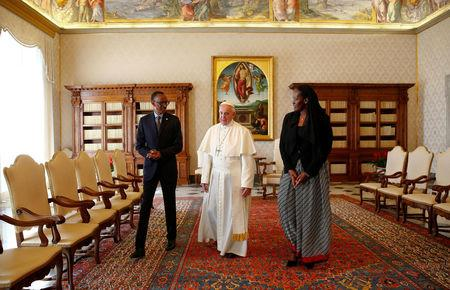 Pope Francis talks with Rwanda's President Paul Kagame and his wife Jeannette during a private meeting at the Vatican March 20, 2017. REUTERS/Tony Gentile