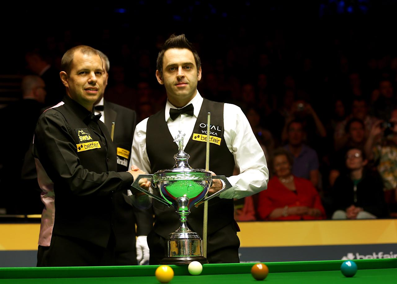 SHEFFIELD, ENGLAND - MAY 05:  Barry Hawkins of England and Ronnie O'Sullivan of England shake hands ahead of the final of the Betfair World Snooker Championship at the Crucible Theatre on May 5, 2013 in Sheffield, England.  (Photo by Warren Little/Getty Images)
