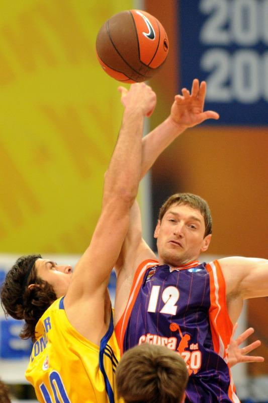Valencia's Serhiy Lishchuk vies with BC Khimki's Kresimir Loncar (L) during the Eurocup's first place basketball match between BC Khimki and Valencia Saint-Petersburg in Knimki outside Moscow on April 15, 2012. (Photo by Kirill Kudryavtsev/AFP/Getty Images)