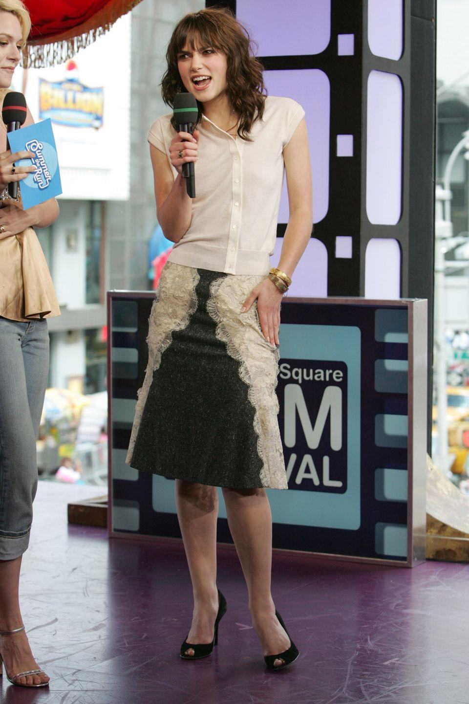 <p>Why is Keira Knightley serving up major Pam Beesly vibes here? I'm sorry but she clearly came straight from her day job as a receptionist at an office supply company, no?</p>