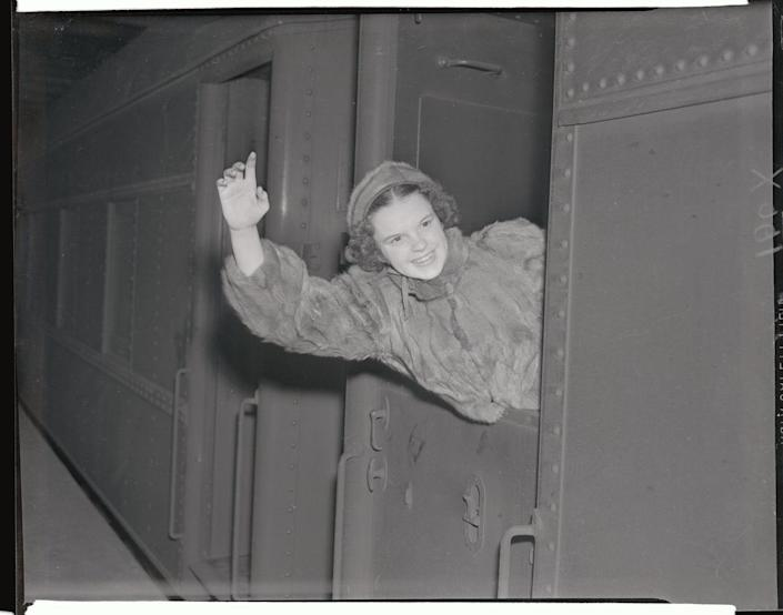 <p>One of the many responsibilities of Old Hollywood film stars was that they had to cater to the press. Staged photo ops were inevitable, and movie stars were expected to shine when the occasion arose.</p>
