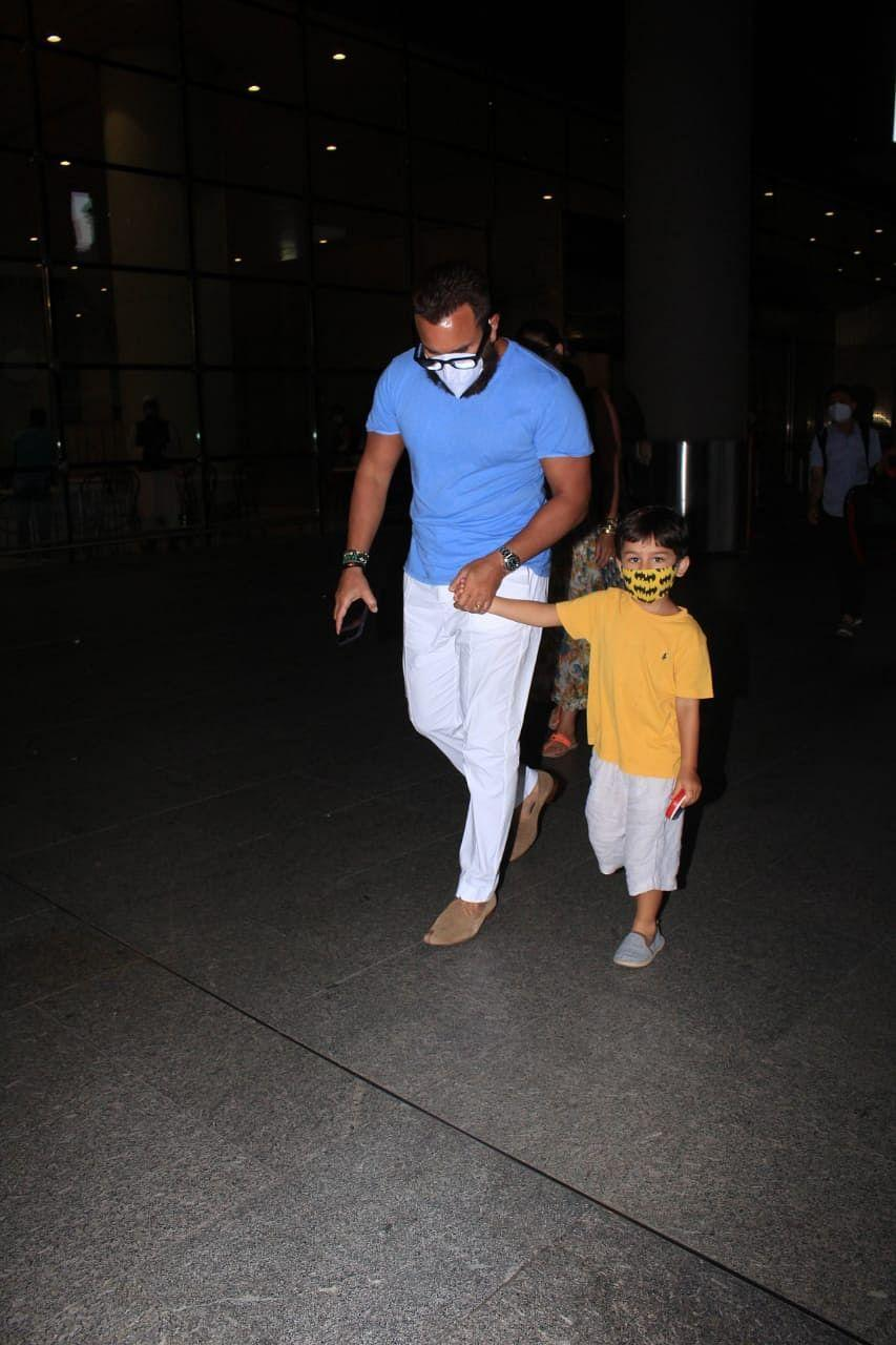 """<div class=""""paragraphs""""><p>Saif and Taimur at the airport.</p></div>"""