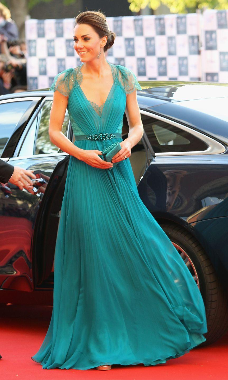 <p>While flashing midriff would be a breach of royal protocol, Kate Middleton did wearing a flowing turquoise gown by Jenny Packham to a charity concert in London in 2012 that's very Jasmine-esque.</p>