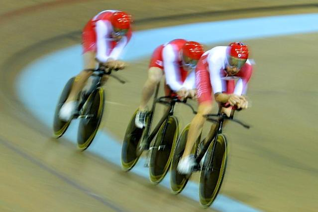 British cyclist Bradley Wiggins leads a training session of the pursuit team at the Sir Chris Hoy Velodrome in Glasgow on July 22, 2014, ahead of the start of the Commonwealth Games (AFP Photo/Ben Stansall)