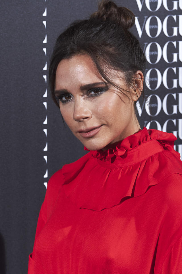 Victoria Beckham spices up her school run. (Photo: Carlos Alvarez/Getty Images)