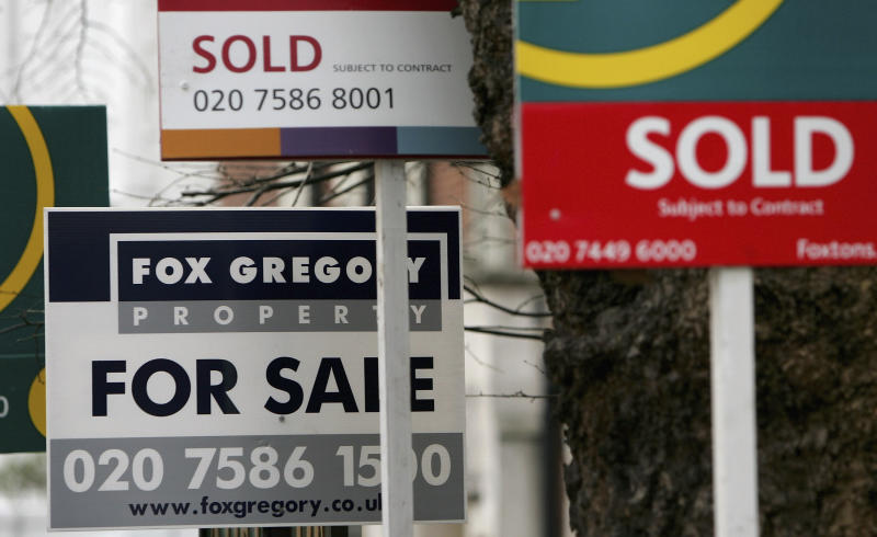 LONDON - JANUARY 29: For Sale signs are pictured on January 29, 2007 in London, England. Despite recent interest rate rises, UK house prices are expected to rise by GBP1,000 a month according to the Centre for Economics and Business Research. (CEBR) (Photo by Daniel Berehulak/Getty Images)