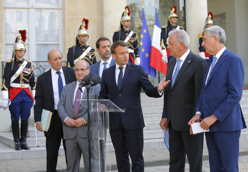 From left to right, French Foreign Minister Jean-Yves Le Drian, Director of the United Nations Migration Agency Antonio Manuel de Carvalho Ferreira Vitorino, French Interior Minister Christophe Castaner, French President Emmanuel Macron, European Commissioner for Migration and Home Affairs Dimitris Avramopoulos and United Nations High Commissioner for Refugees (UNHCR) Filippo Grandi meet the media after a meeting at the Elysee Palace in Paris, France, Monday, July 22, 2019. European ministers have met in Paris seeking unity on how to deal with migrants crossing the Mediterranean Sea. (AP Photo/Michel Euler)