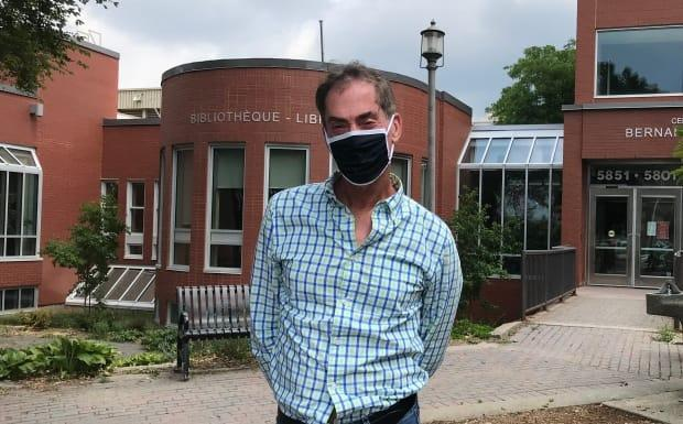 Côte Saint-Luc mayor Mitchell Brownstein became the first in the province to make masks mandatory in indoor public spaces last year. Now, he's asking residents to double-mask as the city deals with a surge in cases.  (Sudha Krishnan/CBC - image credit)