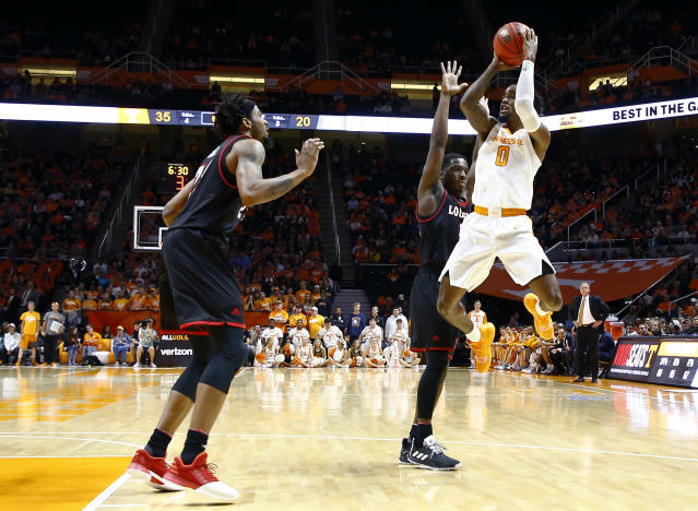 Tennessee guard Jordan Bone (0) shoots as Louisiana-Lafayette's Marcus Stroman and JaKeenan Gant, left, defend during the first half of an NCAA college basketball game Friday, Nov. 9, 2018, in Knoxville, Tenn. (AP photo/Wade Payne)