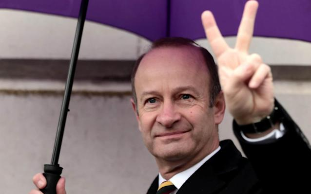 Henry Bolton loses Ukip leadership after vote of no confidence - but considers legal action over his treatment
