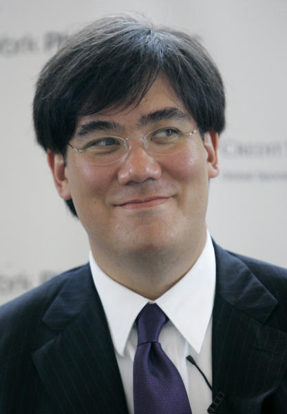 FLE- In this July 18, 2007 file photo, Alan Gilbert smiles during a news conference at Avery Fisher Hall Wednesday, July 18, 2007 in New York. The New York Philharmonic announced on Wednesday, Oct. 24, 2012, that Gilbert's contract as music director will be extended through the 2016-2017 season. (AP Photo/Mary Altaffer, File)