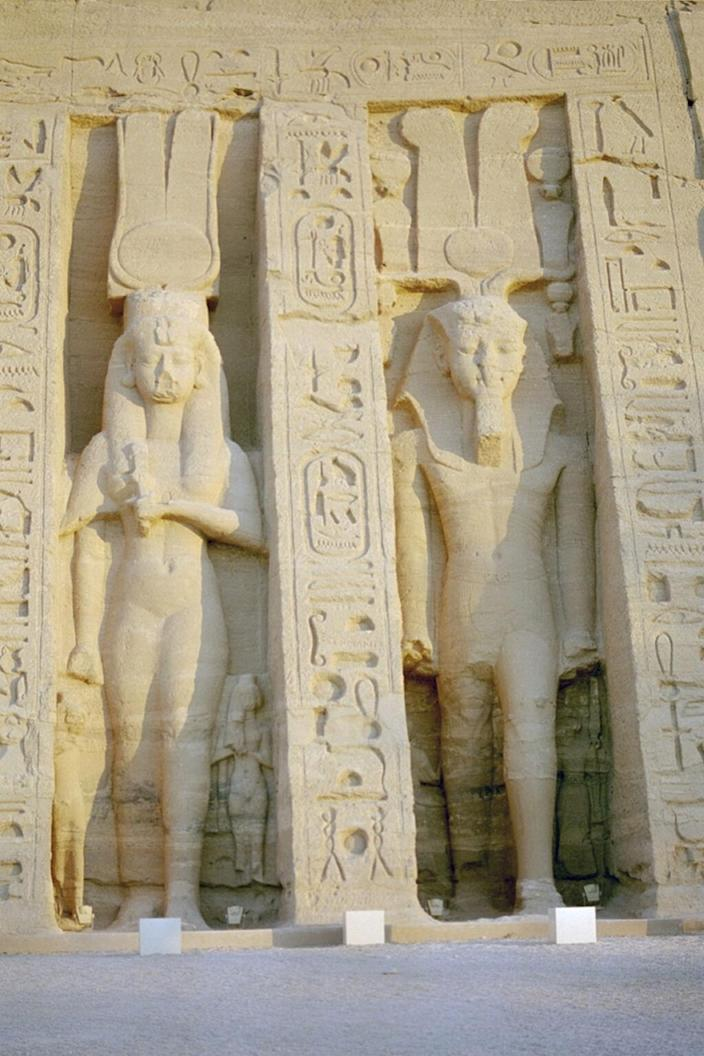 A statue of Queen Nefertari (left) at the rock temple Abu Simbel, dedicated in her honor. Her statue is the same size as her husband's (right), indicating her elevated status. <cite>Habicht et al., PLOS ONE 11(11): e0166571</cite>