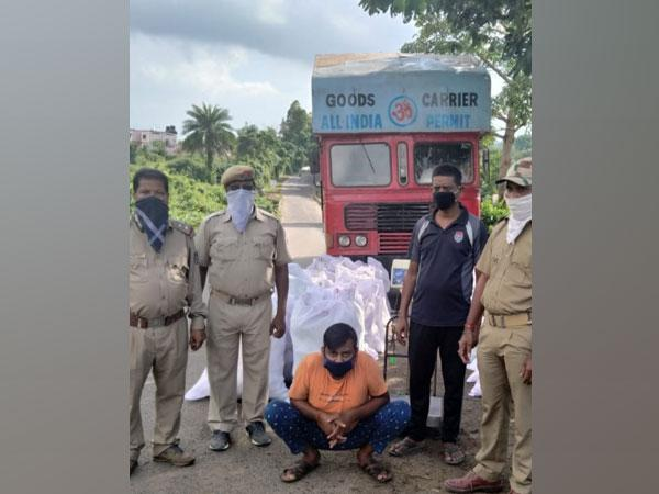 Odisha Police officials with the arrested truck driver. (Photo/ANI)