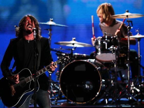 Grohl and Hawkins during a Foo Fighters gig (Getty)