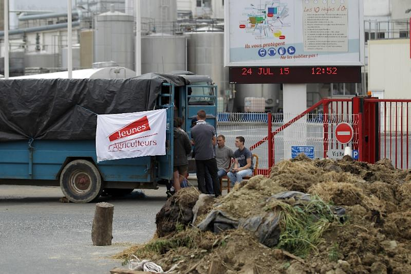 Farmers block the entrance to the factory of dairy producer Elle & Vire in Condé-sur-Vire, northwestern France, on July 24, 2015, as part of a protest against the falling prices of their products (AFP Photo/Charly Triballeau)