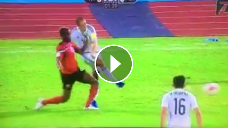 VIDEO: La cachetada a Chicharito frente a T&T