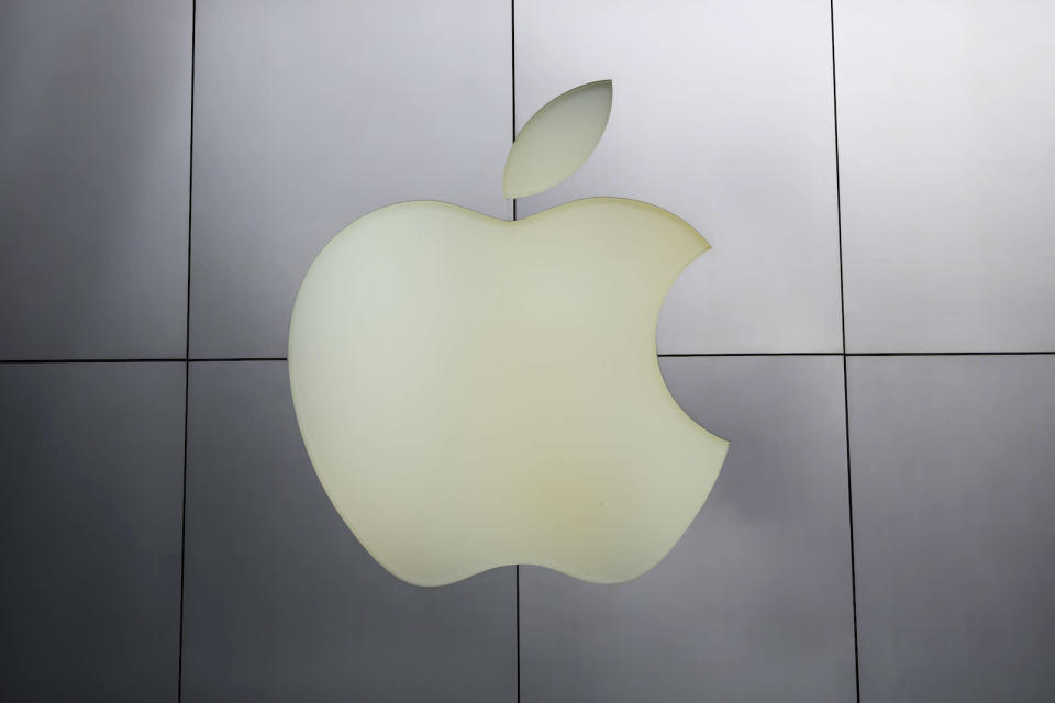 The Apple logo is pictured at its flagship retail store in San Francisco, California January 27, 2014. Apple releases results after today's bell for the key holiday season which included the first full quarter of selling the iPhone 5S and 5C and analysts will be looking to see how margins hold up as competition and production costs riseREUTERS/Robert Galbraith  (UNITED STATES - Tags: BUSINESS) - GM1EA1S0BNG01