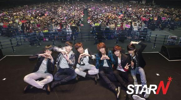BOYFRIEND finishes a major fan meeting in Japan