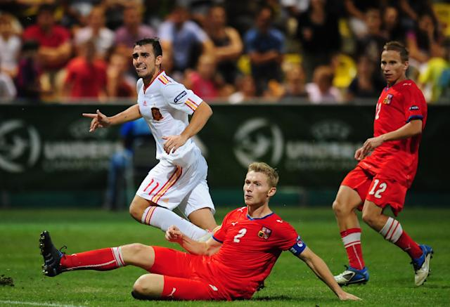 Spain's Paco Alcacer (L) scores his team's second goal against Czech Republic during their UEFA European Under-19 Championship 2010/2011 final football match in Chiajna village next to Bucharest August 1, 2011. AFP PHOTO/DANIEL MIHAILESCU (Photo credit should read DANIEL MIHAILESCU/AFP/Getty Images)