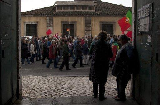 Portugal makes early return to debt market