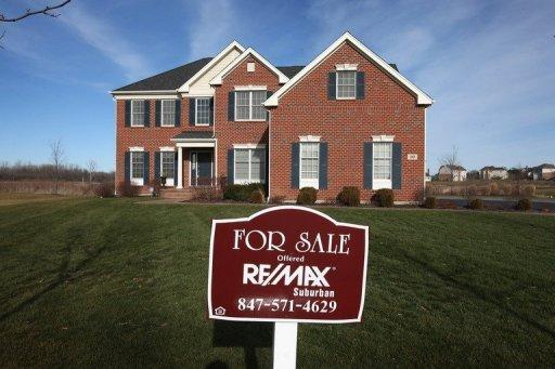 US pending homes sales dip amid tight inventory