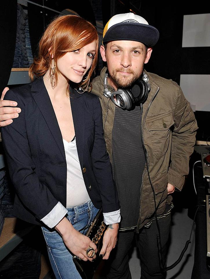 """Joel Madden took a break from spinning tunes to catch up with Ashlee Simpson. John Shearer/<a href=""""http://www.gettyimages.com/"""" target=""""new"""">GettyImages.com</a> - August 6, 2009"""