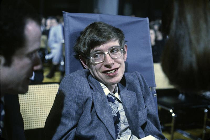 Stephen Hawking's Death Mourned by Eddie Redmayne, Neil DeGrasse Tyson, and Many More