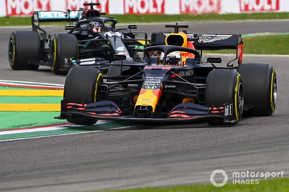 "Max Verstappen, Red Bull Racing RB16, Lewis Hamilton, Mercedes F1 W11<span class=""copyright"">Mark Sutton / Motorsport Images</span>"