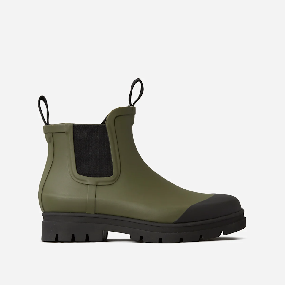 "<br><br><strong>Everlane</strong> The Rain Boot, $, available at <a href=""https://go.skimresources.com/?id=30283X879131&url=https%3A%2F%2Fwww.everlane.com%2Fproducts%2Fwomens-rain-boot-surplus%3Fcollection%3Dwomens-shoes"" rel=""nofollow noopener"" target=""_blank"" data-ylk=""slk:Everlane"" class=""link rapid-noclick-resp"">Everlane</a>"