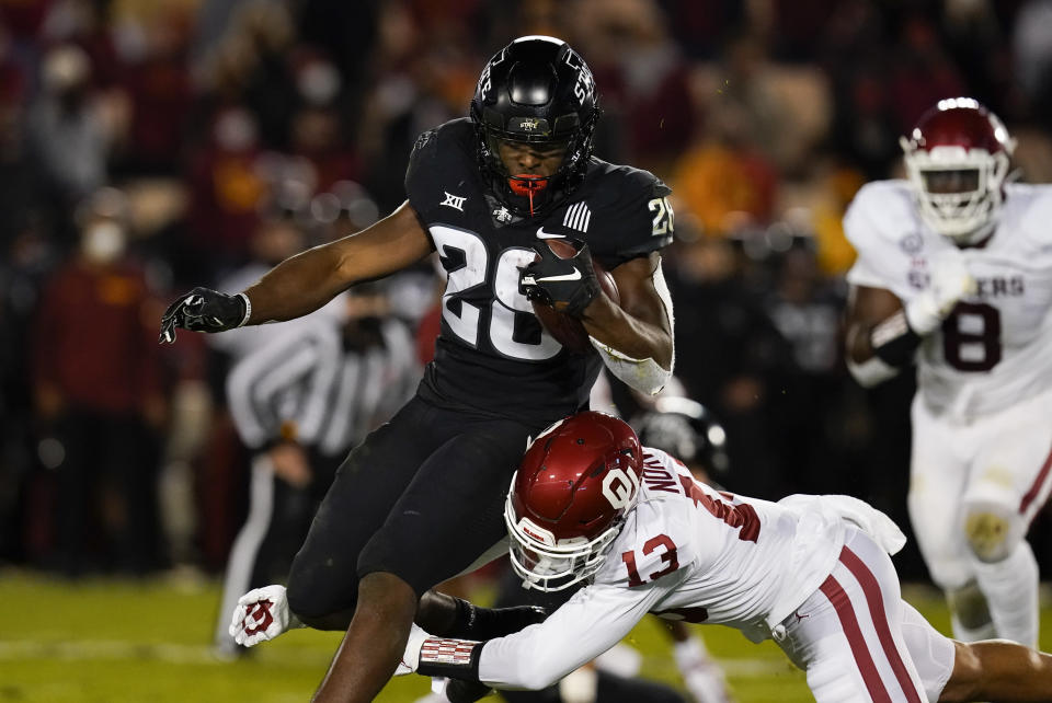 Tackling was again a problem for Oklahoma. (AP Photo/Charlie Neibergall)