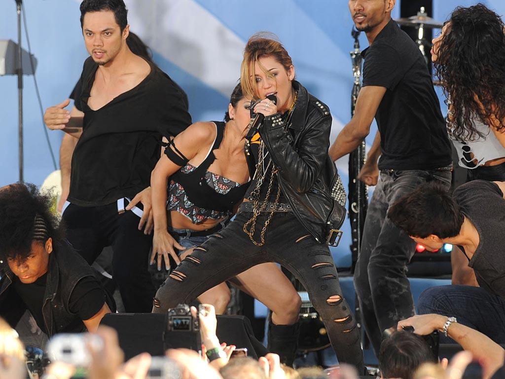 """While onstage solo, the singer belted out her summer single, """"Can't Be Tamed,"""" plus older faves like """"Party in the USA."""" Which artist would you like to see Miley work with next? <a href=""""http://www.splashnewsonline.com"""" target=""""new"""">Splash News</a> - June 18, 2010"""