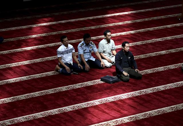 <p>Muslim men pray in a mosque on the third day of Ramadan in Jakarta, Indonesia, May 29, 2017. (AP Photo/Tatan Syuflana) </p>