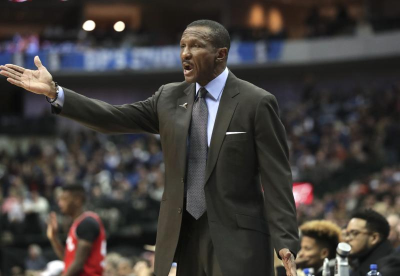 Dwane Casey and Mike Budenholzer exchange words