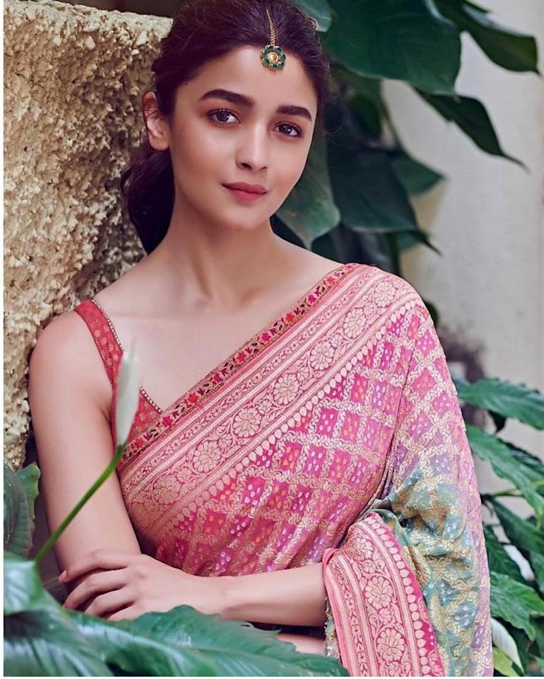 Alia donned this striking gharchola saree by Tarun Tahiliani for a pre-release promotional event of <em>Kalank. </em>Basking in the success of Gully Boy and Raazi, the actress created a modern <em>desi </em>look by teaming this ombre <em>bandhani </em>number with a sleek strap blouse. She kept her make-up and hairstyle crisp and rounded off the look with a dainty floral <em>maangtika </em>by Suhani Pittie.