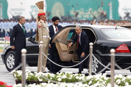 Malaysia's Prime Minister Mahathir Mohamad (R) arrives to attend the Pakistan Day military parade in Islamabad, Pakistan March 23, 2019. REUTERS/Akhtar Soomro