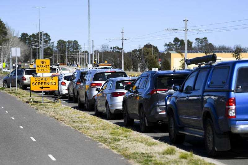 Cars form long cues as residents wait to be tested at the EPIC Drive-through COVID19 testing site in Canberra.