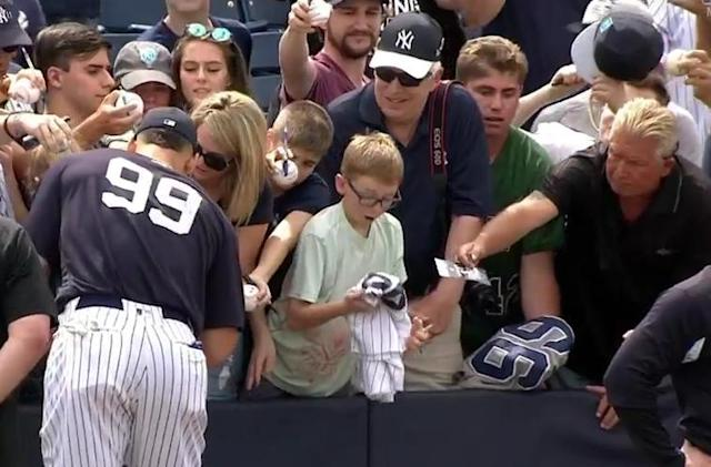 New York Yankees slugger Aaron Judge made a young fan's day by signing his jersey. (MLB)