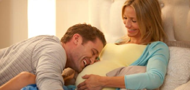 REVIEW: What to Expect From What to Expect When You're Expecting? A Bunch of Barren Gags