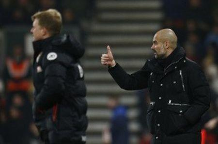 Britain Football Soccer - AFC Bournemouth v Manchester City - Premier League - Vitality Stadium - 13/2/17 Manchester City manager Pep Guardiola and Bournemouth manager Eddie Howe  Reuters / Peter Nicholls