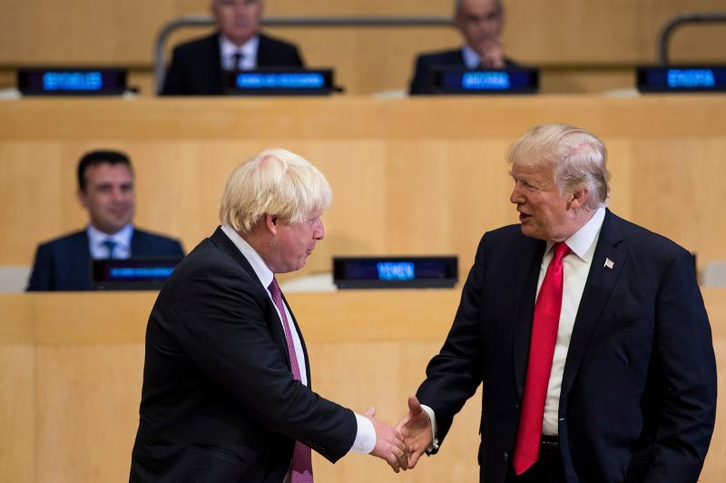 Boris Johnson (L) and US President Donald Trump greet before a meeting on United Nations Reform at UN headquarters in New York on September 18, 2017. Photo : BRENDAN SMIALOWSKI/AFP/Getty Images