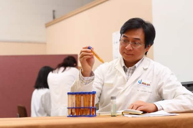 Prof. Tri Nguyen-Quang of Dalhousie University is seen in the lab in this file photo. Nguyen-Quang says based on his own Grand Lake testing, he did not find any evidence of blue-green algae bacteria. (Dalhousie University - image credit)
