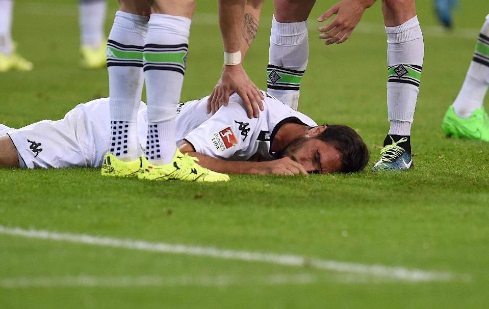 Borussia Moenchengladbach's Martin Stranzl lays on the pitch during a German first division Bundesliga match in Moenchengladbach, western Germany, on September 11, 2015 (AFP Photo/Patrik Stollarz)