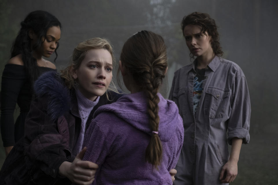 (L-R) Tahirah Sharif as REBECCA JESSEL, VICTORIA PEDRETTI as DANI, AMELIE SMITH as FLORA, and AMELIA EVE as JAMIE in episode 106 of THE HAUNTING OF BLY MANOR Cr. EIKE SCHROTER/NETFLIX © 2020