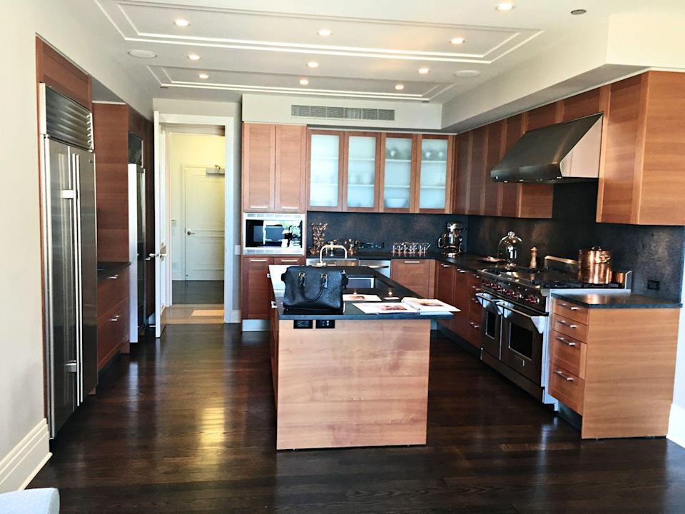 <p>This kitchen already has great bones—it just needs a few updates to become a truly inspiring place to cook and live in. </p>