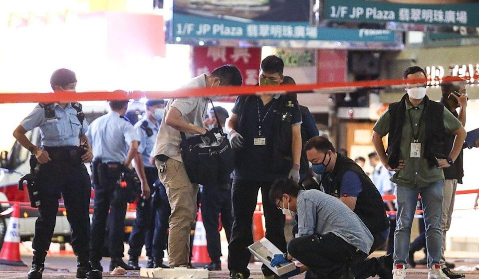 Police examine the scene in Causeway Bay where one of their colleagues was stabbed. Photo: Xiaomei Chen