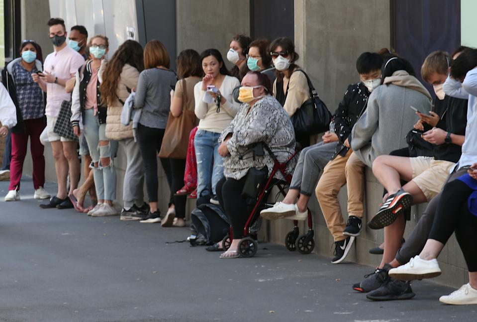 People line up outside the Royal Melbourne Hosital for coronavirus testing in Melbourne, Tuesday, March 10, 2020. (AAP Image/David Crosling) NO ARCHIVING