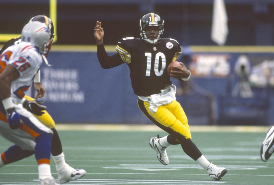 PITTSBURGH, PA - JANUARY 3:  Kordell Stewart #10 of the Pittsburgh Steelers runs with the ball against the New England Patriots during the AFC Divisional Playoffs on January 3, 1998 at Three Rivers Stadium in Pittsburgh, Pennsylvania. Stewart played for the Steelers from 1995-2002. (Photo by Focus on Sport/Getty Images)