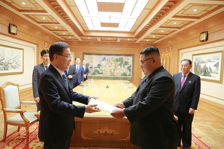A top South Korean envoy handed a personal letter from President Moon to Kim Jong Un
