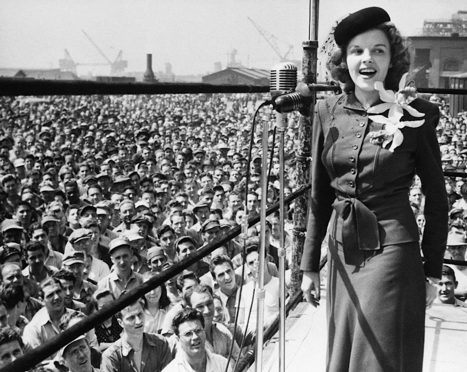 <p>As World War II waged on, Judy performed at the Philadelphia Naval Yard for a war bond drive. </p>
